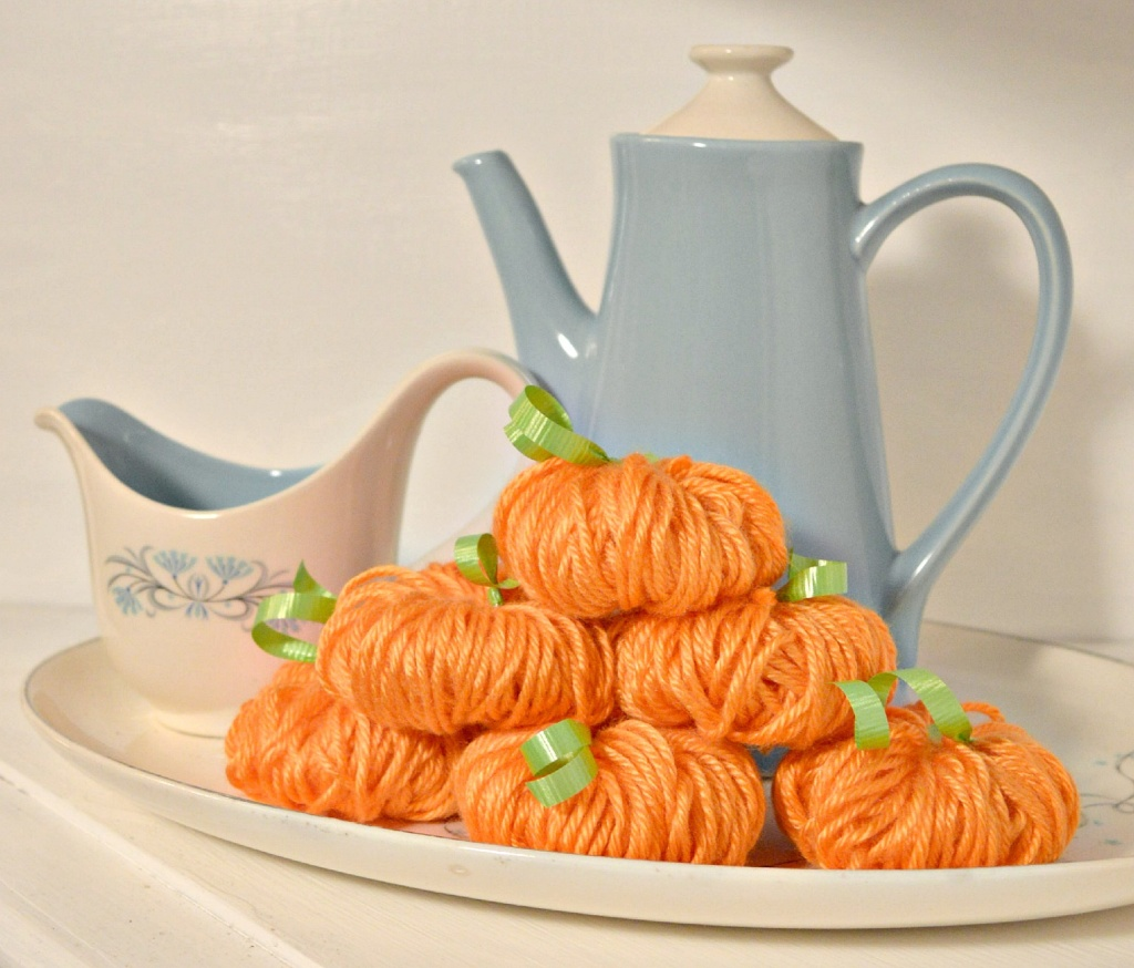 Mini Yarn Pumpkin – Craft Tutorial