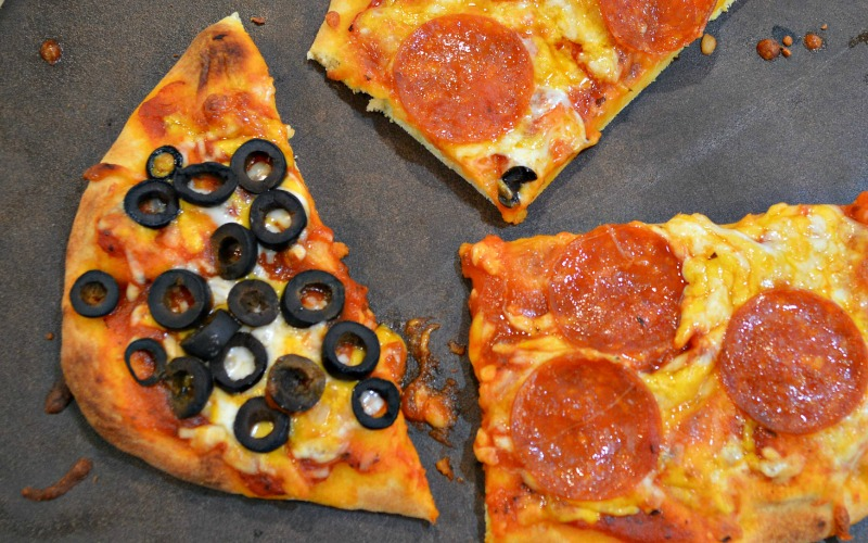 Naan Bread Pizza – An Easy Weeknight Dinner