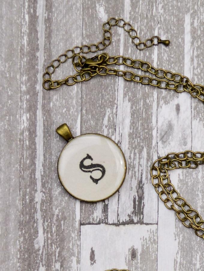 Resin Craft Tutorial:  DIY Monogram Necklace